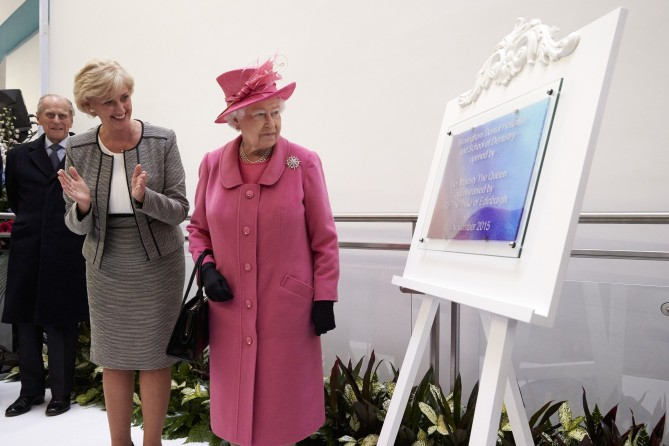 HM The Queen's visit to The Dental Hospital and School of Dentistry November 2015