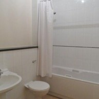 Apt 4 99 Gough Road bathroom web