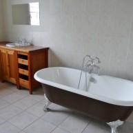 43 Frederick Rd bathroom